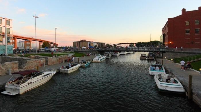 fullsize_Canalside_bridge_KC_Kratt1427734462