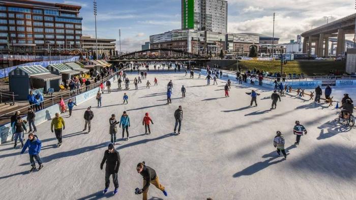 fullsize_canalside_ice_rink_Joe_Cascio1427735498
